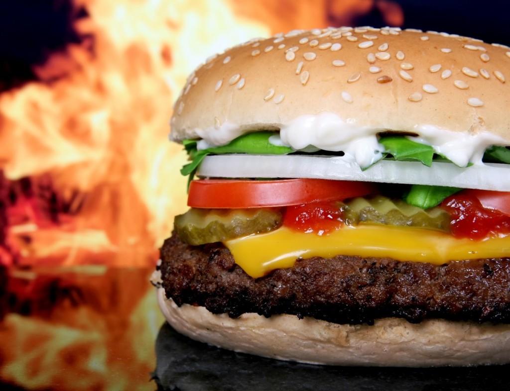 Craquer sur les Fast Food sans faire de sport augmente la graisse abdominale